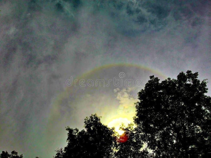 Krans med blå himmel royaltyfria foton