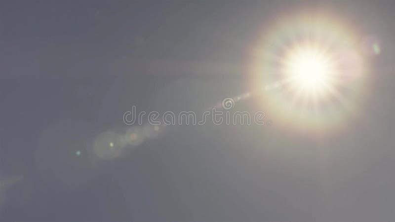 Kransfenomen av solen på blå himmel arkivbilder