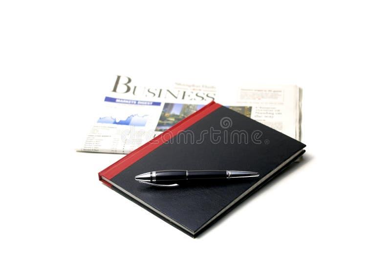 Krant, pen en notitieboekje royalty-vrije stock fotografie