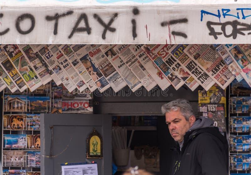 Krantentribune, Monastiraki, Atyhens, Griekenland stock foto