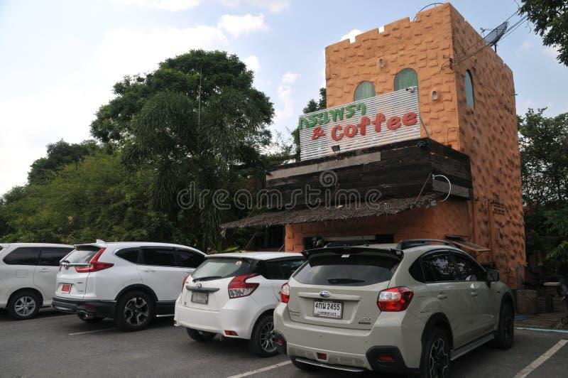 Krapow santamente da manjericão e marco novo do café no lopburi, Tailândia fotografia de stock royalty free