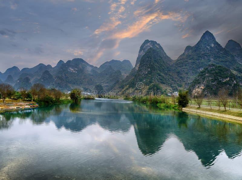 Kras góry krajobraz w Yangshuo Guilin, fotografia stock
