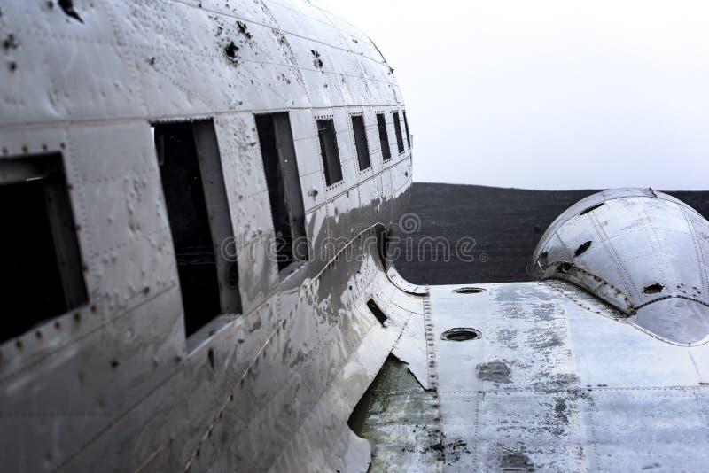 Kraschat militärt flygplan arkivbilder