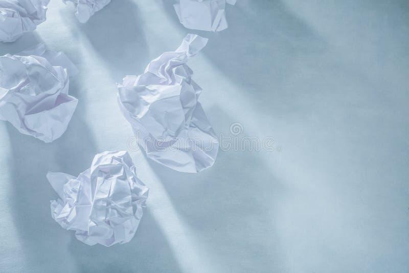 Kraschat pappers- på vit bakgrund royaltyfri foto