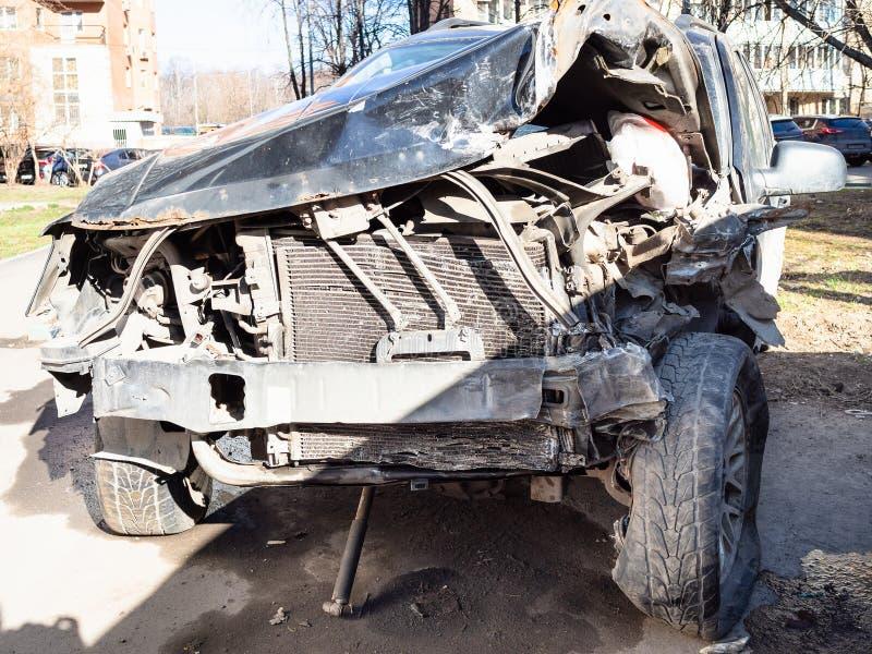 Kraschat som ett resultat av en trafikolyckabil arkivfoto