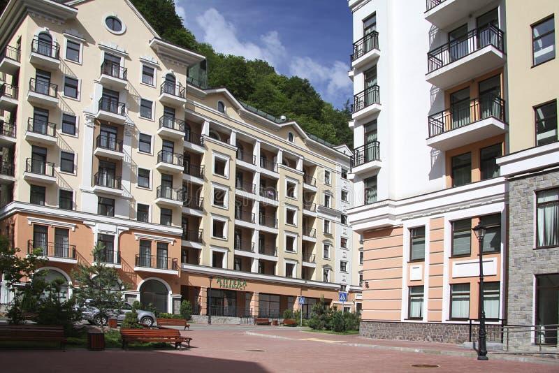 Krasnaya Polyana Sotchi 2014 - Olympisch Park, Roza Khutor, hotels royalty-vrije stock afbeelding