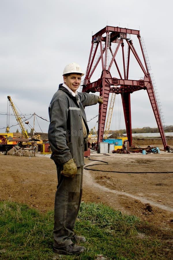 Krasnoarmejsk Ukraina - Oktober 18, 2012: Väg-och vattenbyggnadsingenjör royaltyfri bild