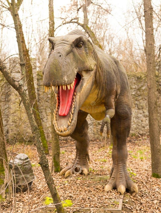 Krasnodar, Federación Rusa 5 de enero de 2018: Modelo del dinosaurio en Safari Park de la ciudad de Krasnodar foto de archivo libre de regalías