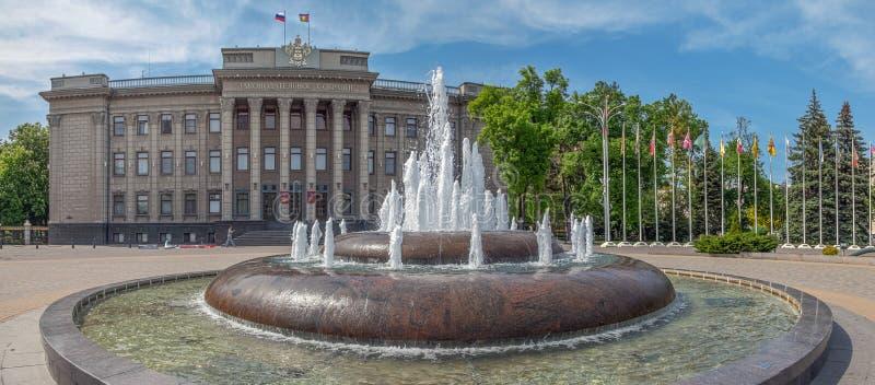 KRASNODAR, RÚSSIA - 3 DE MAIO DE 2017: A construção da assembleia legislativa fotografia de stock