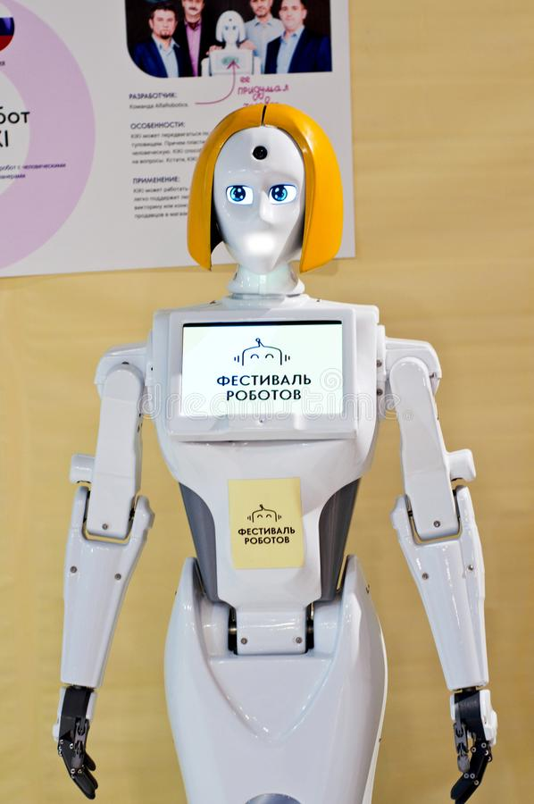Krasnodar, Rússia, em março de 2019: festival dos robôs Kiki Interactive Mobile Robot Promoter fotografia de stock