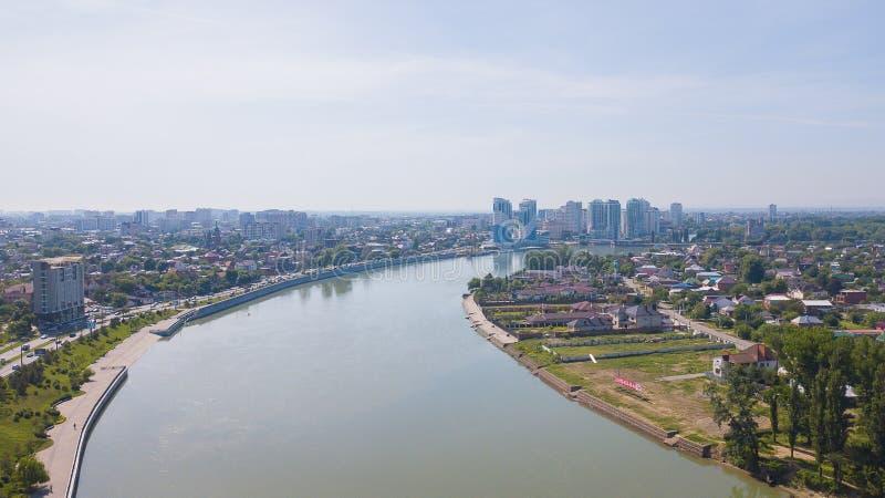 Krasnodar, Rusia - puede 2019 Ciudad a?rea desde arriba Opinión del ojo del abejón foto de archivo libre de regalías