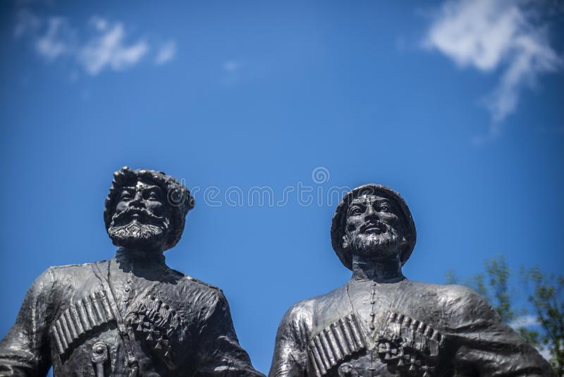 Krasnodar, Rusland, 7 kan 2019 Monument aan Kozakken en bergbeklimmer-helden van de Eerste wereldoorlog op Krasnaya-straat in Kra stock foto's