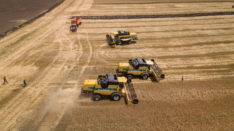 Krasnodar, Rusland, 2019 - maaidorsers landbouwmachines De machine om korrelgewassen te oogsten royalty-vrije stock fotografie