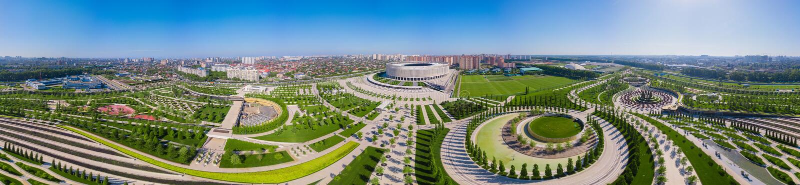 Krasnodar, Rusland - Mei 2019: Breed panorama van Krasnodar-Stadion en het Galitsky-park royalty-vrije stock foto