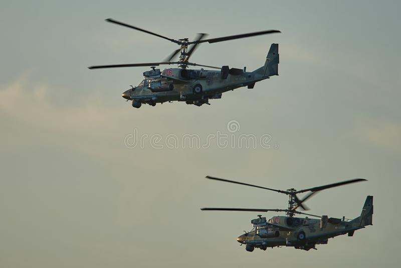 Krasnodar, Russie - mai 2019 l'OTAN d'alligator des hélicoptères KA-52 - vols de formation de conduite des fadaises B photos libres de droits