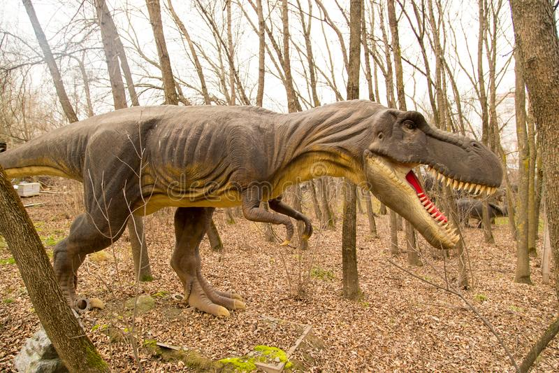 Krasnodar, Russische Föderation am 5. Januar 2018: Modell des Dinosauriers in Safari Park der Stadt von Krasnodar lizenzfreies stockbild