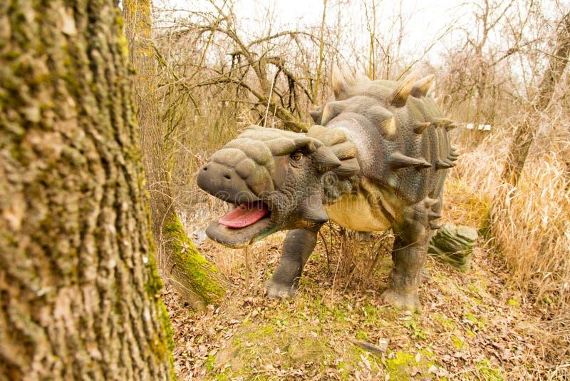 Krasnodar rysk federation Januari 5, 2018: Modell av dinosaurien i Safari Park av staden av Krasnodar royaltyfri fotografi