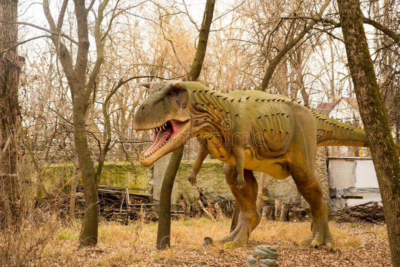 Krasnodar rysk federation Januari 5, 2018: Modell av dinosaurien i Safari Park av staden av Krasnodar royaltyfri foto