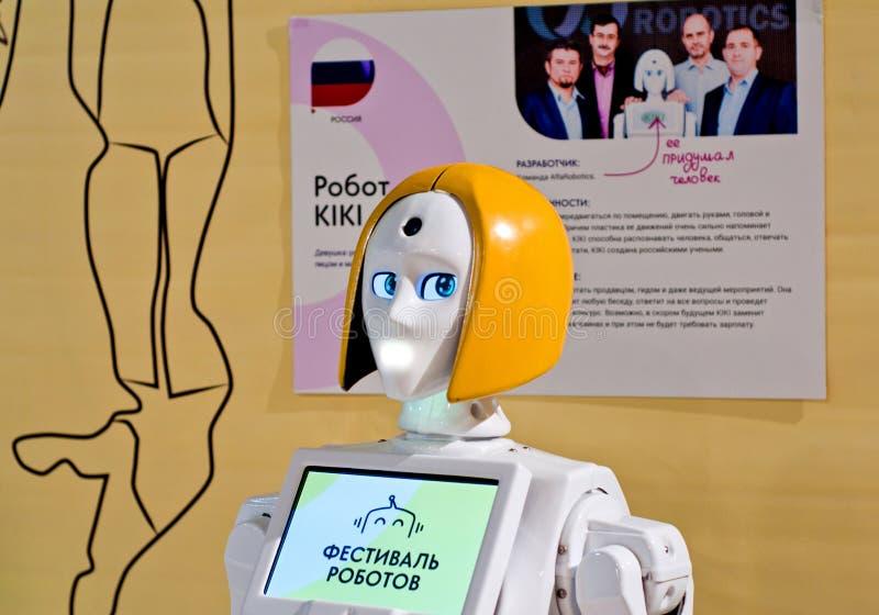 Krasnodar Ryssland, mars, 2019: festival av robotar Kiki Interactive Mobile Robot Promoter royaltyfri fotografi