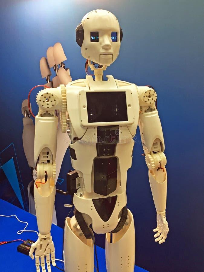 Krasnogorsk Moskvaregion/Ryssland - December 13, 2017: robot som framläggas på utställningen och konferensen av robotteknik arkivbild