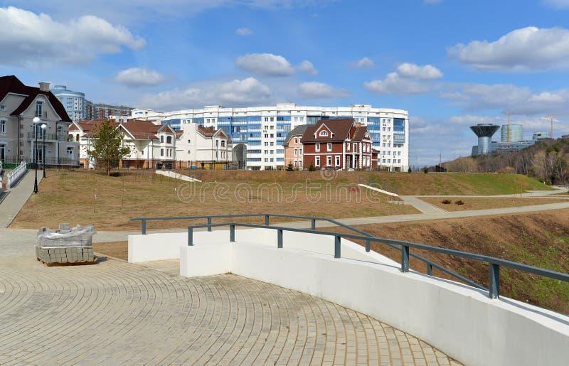 KRASNOGORSK, RUSSIA - APRILE 22,2015: I distretti della nuova costruzione in periferia Area di sviluppo residenziale sul millio c fotografia stock libera da diritti