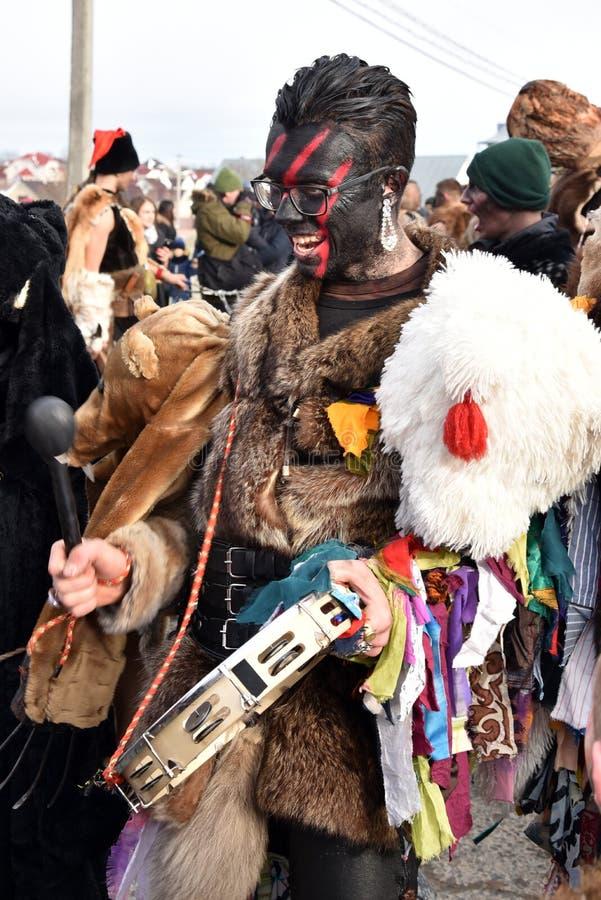 """Krasnoilsk, de Oekraïne †""""14 Januari, 20187: leden van volks festival-Carnaval Malanka in Krasnoilsk, Chernivtsi-gebied stock afbeeldingen"""