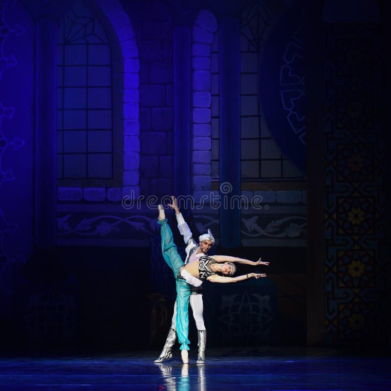 """Krasnoludkowie w """"One Tysiąc i Jeden Nights†lampy baletniczym  obraz stock"""