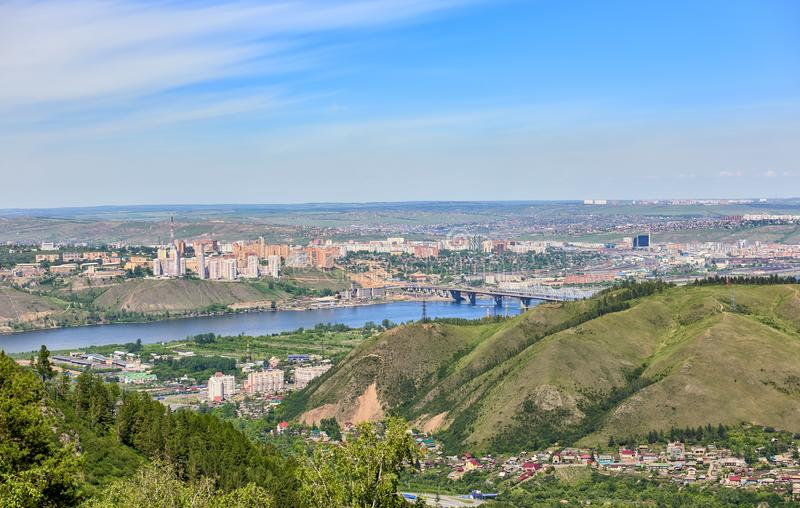 Krasnoyarsk stad Sikt från kullen arkivfoto