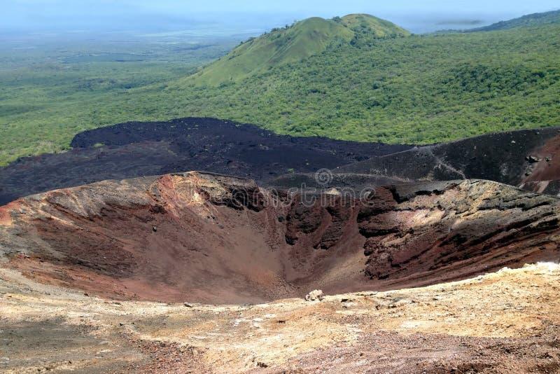 Krater av en Cerro för aktiv vulkan neger i Nicaragua royaltyfria foton