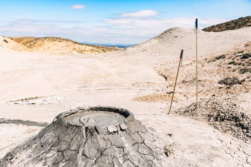 Krater av gyttjavulkan arkivbild