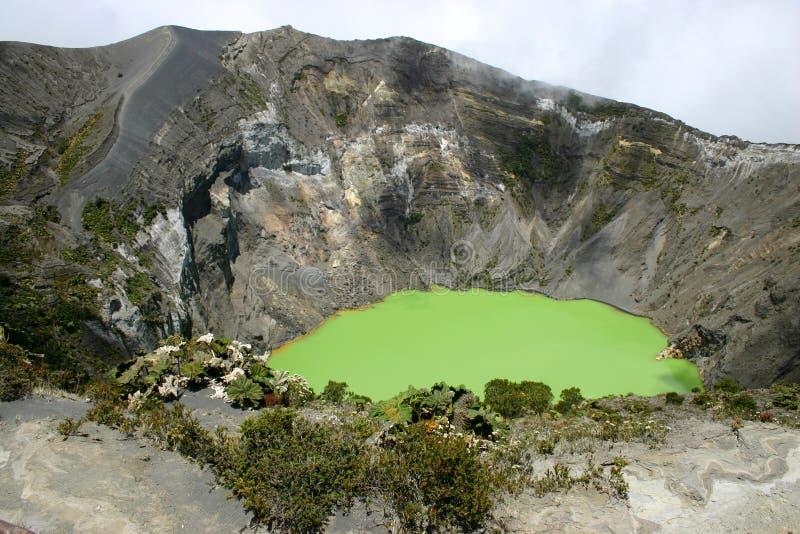 Krater des Irazu Vulkans lizenzfreies stockbild