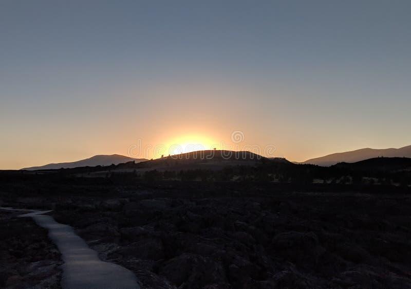 Krater des Mond-Sonnenuntergangs lizenzfreies stockfoto