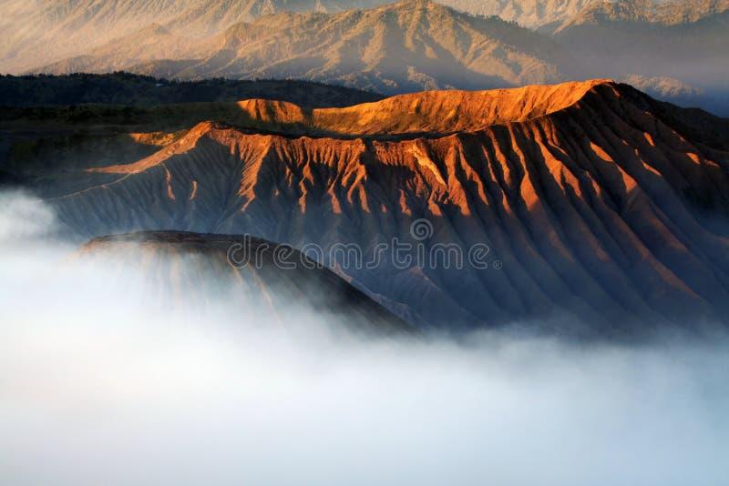 Krater des Vulkans stockfotos