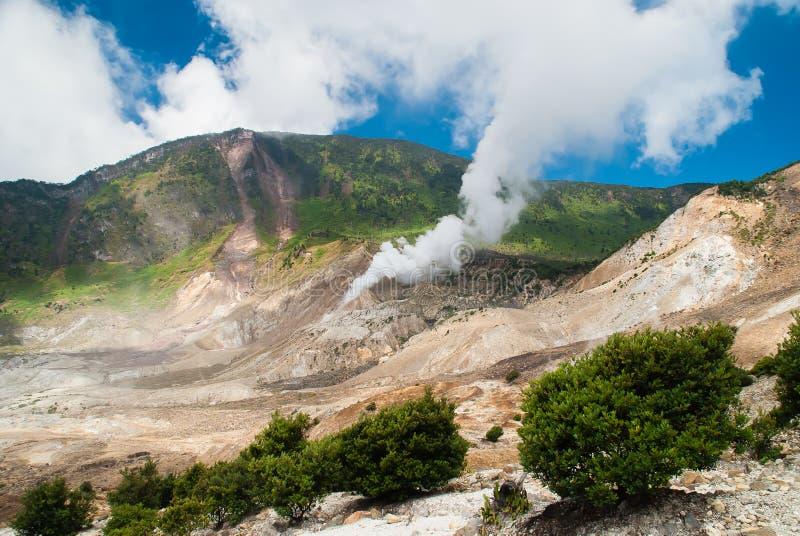 Krater det papandayan berget royaltyfria bilder