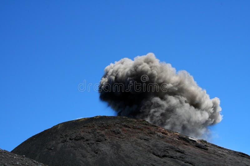 krater dziennego Etna eksploduje zdjęcia royalty free