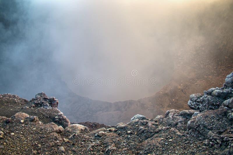 Krater van de Mombacho-Vulkaan dichtbij Granada, Nicaragua stock foto's