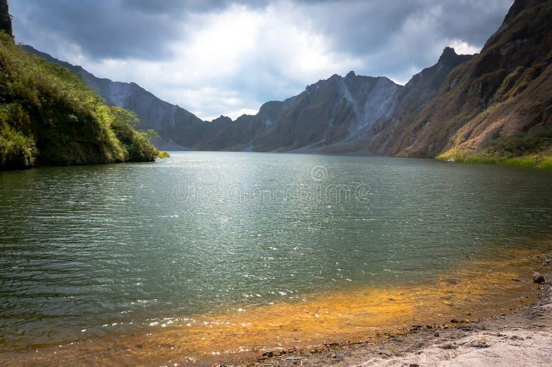 Krater van onderstel Pinatubo op het eiland Filippijnen royalty-vrije stock foto