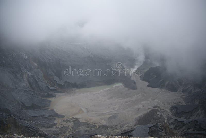 Krater van Tangkuban Perahu in Bandung, Indonesië stock afbeelding