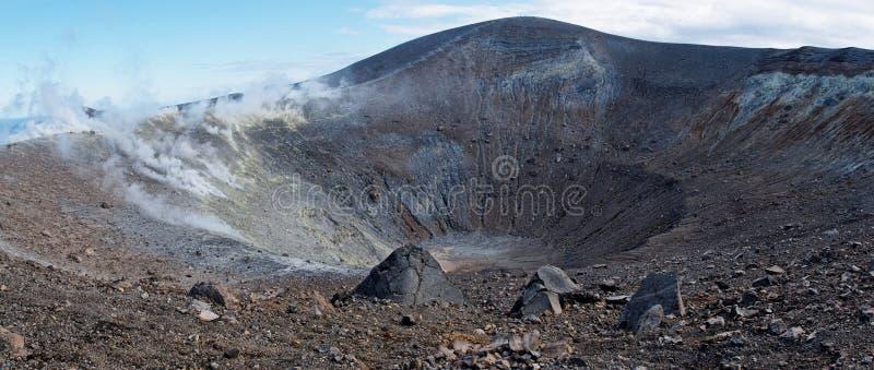 Krater van vocano op eiland Vulcano dichtbij Sicilië, het royalty-vrije stock fotografie