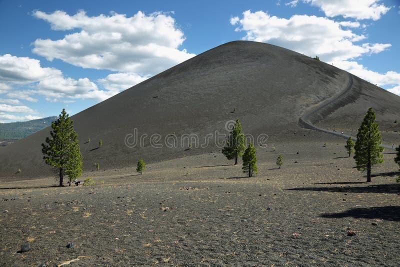 Krater von Cinder Cone, vulkanischer Nationalpark Lassens stockbilder