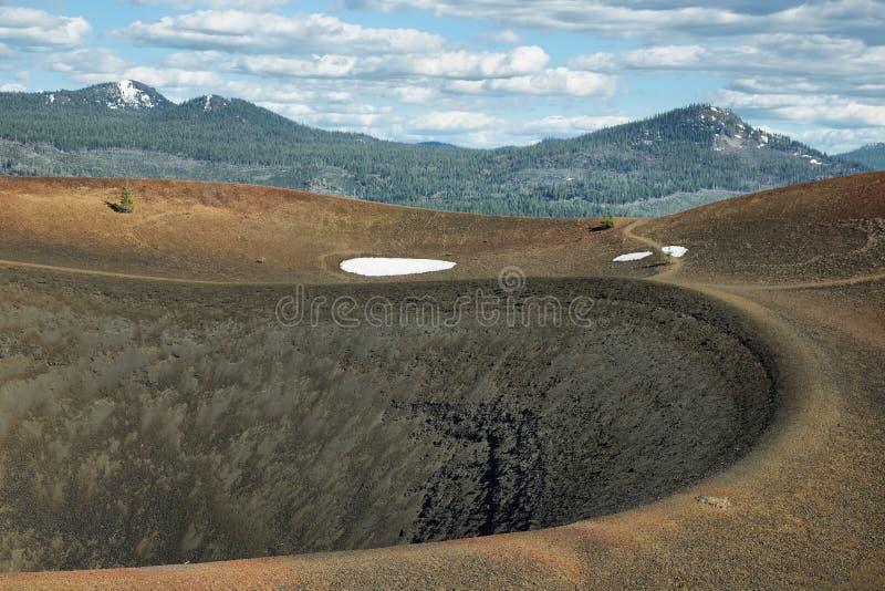 Krater von Cinder Cone, vulkanischer Nationalpark Lassens stockfotos