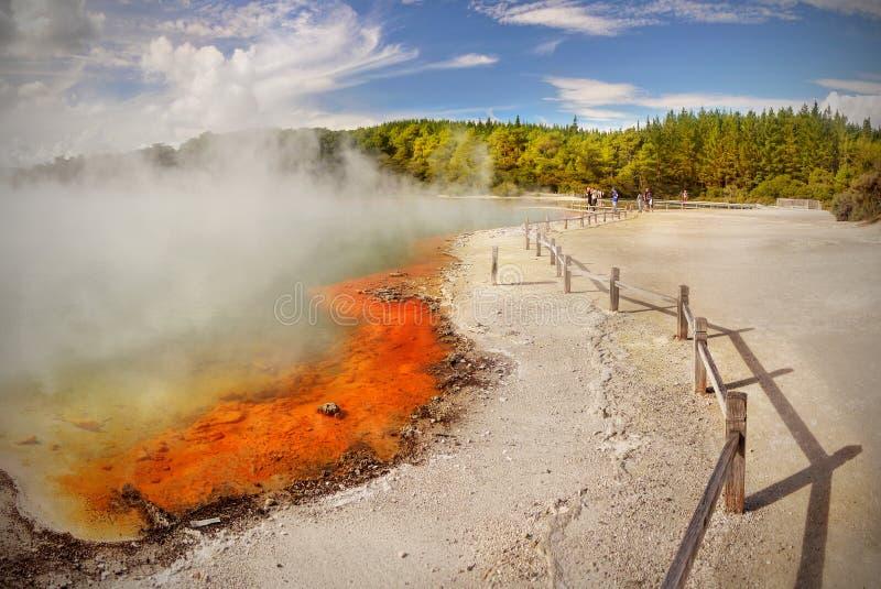 Kratermeer, vulkanisch landschap stock fotografie