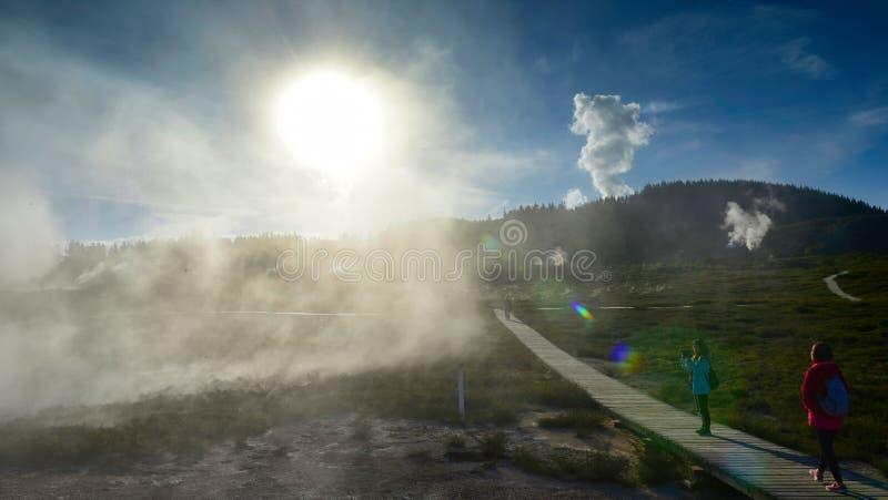 Kraters van het Maan geothermische landschap in Nieuw Zeeland stock afbeelding