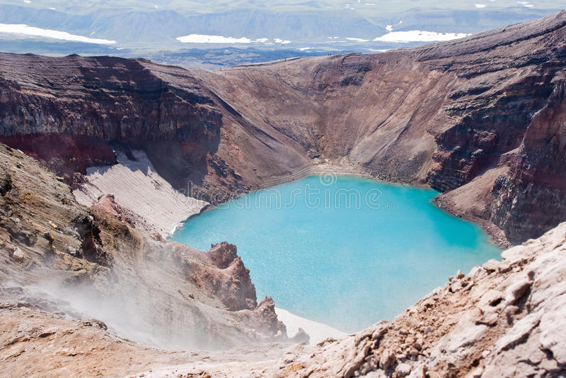 kratervulkan royaltyfria bilder