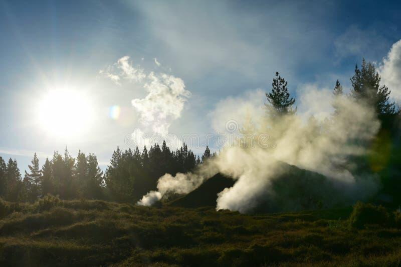 Kratery księżyc geotermiczny krajobraz w Taupo zdjęcia royalty free