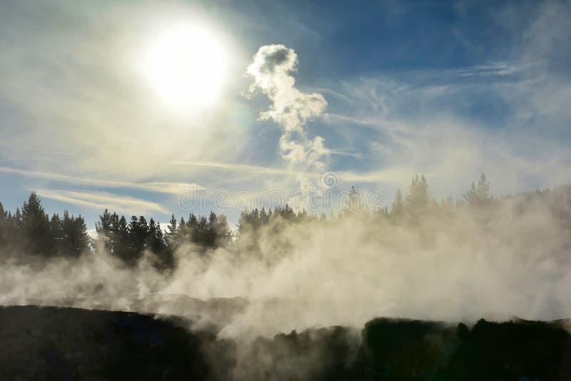 Kratery księżyc geotermiczny krajobraz w Taupo w Nowa Zelandia obraz royalty free