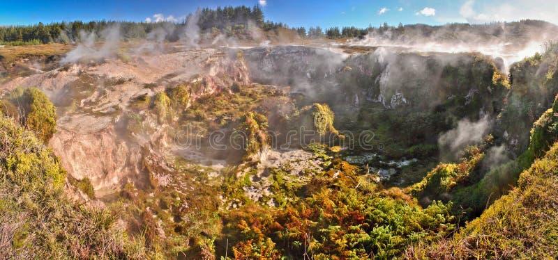 Kratery księżyc geotermiczny park w Taupo, Nowa Zelandia zdjęcie royalty free