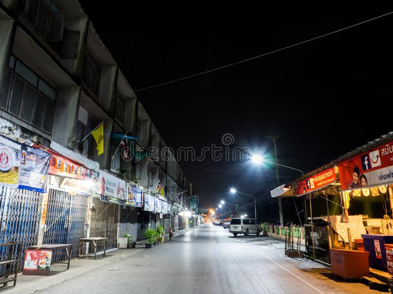 KrathumBaen en la noche en Tailandia fotos de archivo