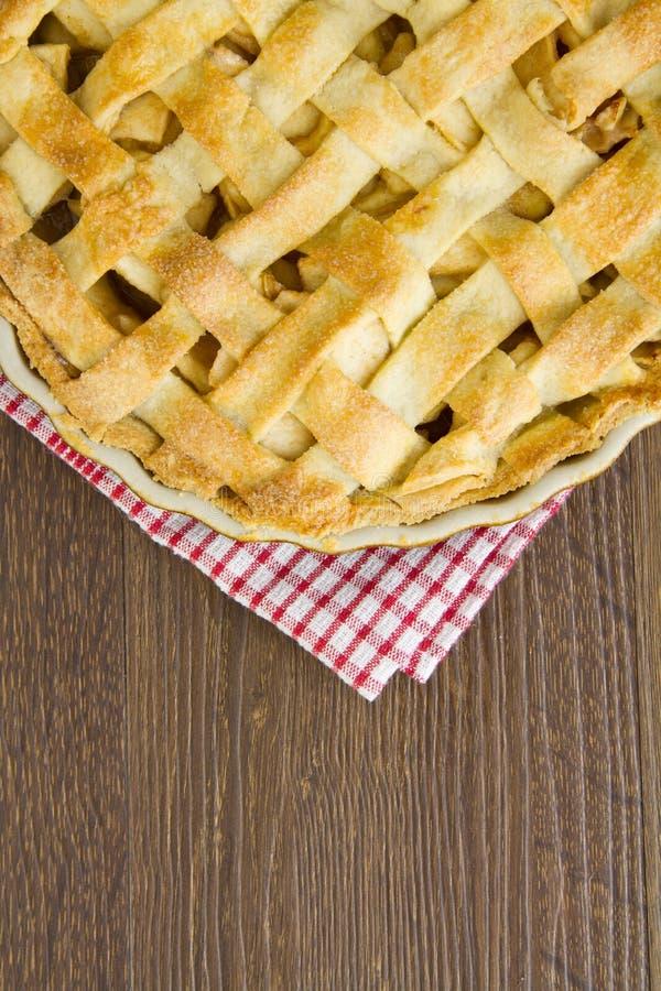 Kratownicy ciasta jabłczanego kulebiaka wierzchołek, gotujący z kopii przestrzenią fotografia royalty free