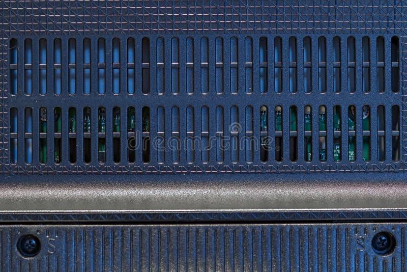 Kratzende Plastikabdeckung auf der Rückseite des Monitors lizenzfreie stockfotos